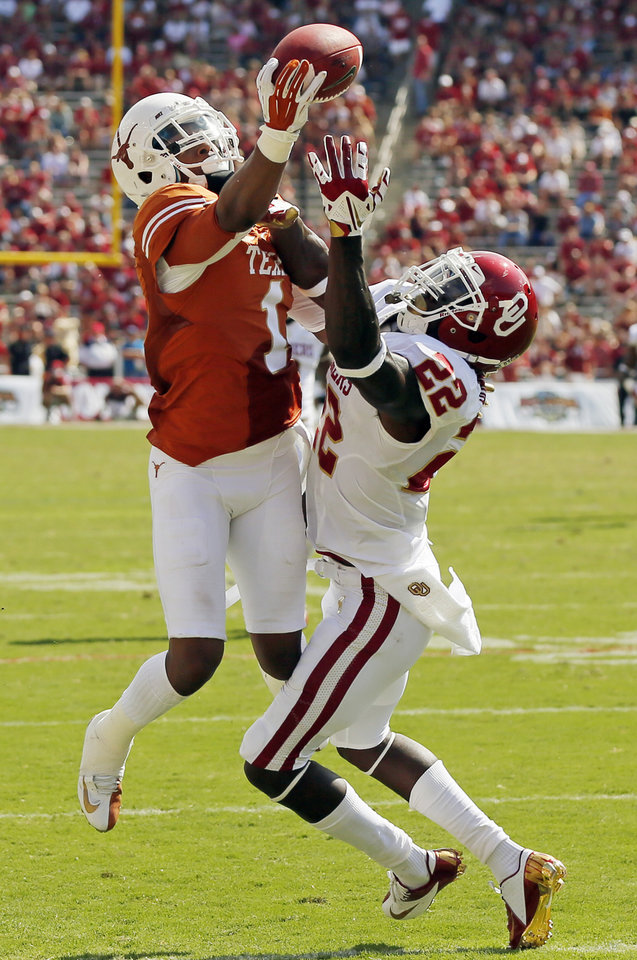 UT's Mike Davis (1) misses a catch as OU's Cortez Johnson (22) defends in the fourth quarter during the Red River Rivalry college football game between the University of Oklahoma Sooners and the University of Texas Longhorns at the Cotton Bowl Stadium in Dallas, Saturday, Oct. 12, 2013. UT won, 36-20. Photo by Nate Billings, The Oklahoman