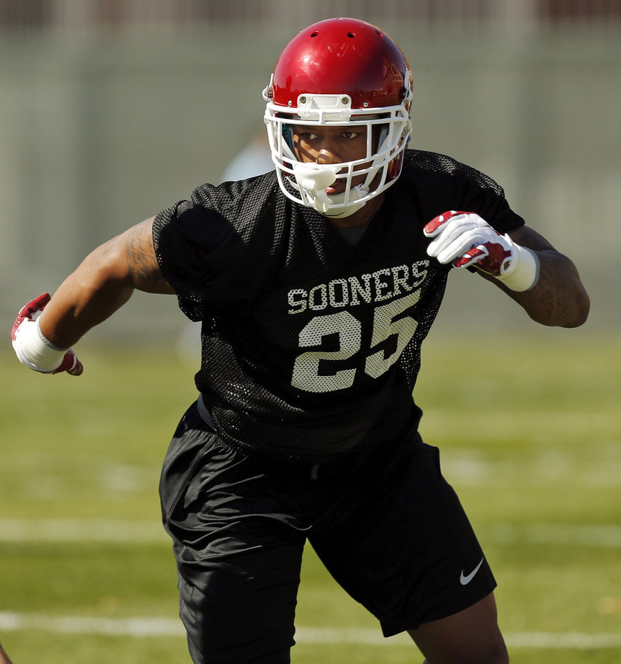Photo - OU's Joe Mixon (25) runs during a drill at spring football practice for the University of Oklahoma Sooners in Norman, Okla., Monday, March 23, 2015. Photo by Nate Billings, The Oklahoman