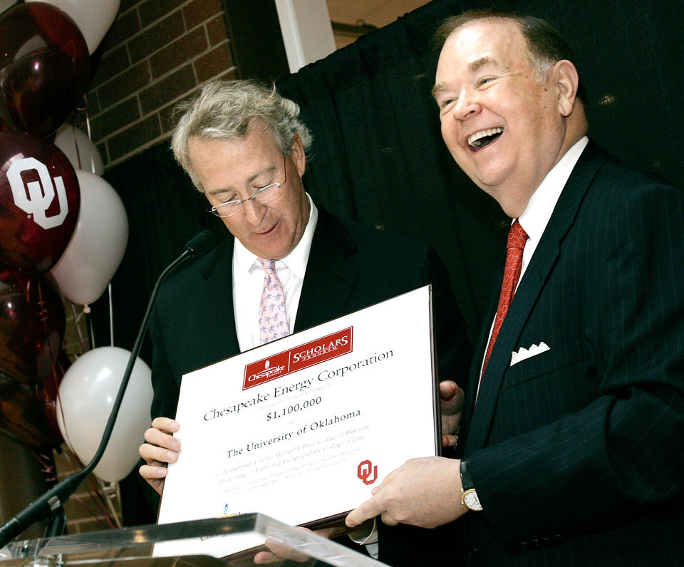 Photo - DONATE, DONATION, OU: University of Oklahoma President David Boren reacts as Aubrey McClendon, of Chesapeake Energy presents a certificate during a reception at Chesapeake Energy's Oklahoma City campus on Monday, March 26, 2007. Chesapeake Energy is donating $1.1 million in scholarships to the university's business college. By John Clanton, The Oklahoman ORG XMIT: KOD