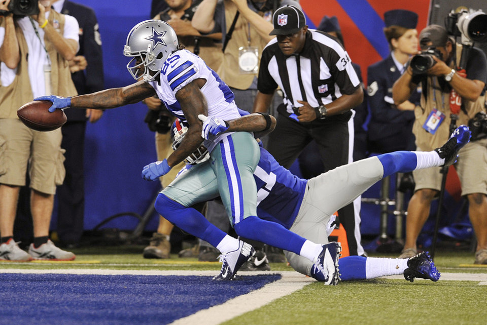 Photo -   Dallas Cowboys wide receiver Kevin Ogletree (85) scores a touchdown as New York Giants strong safety Kenny Phillips (21) defends during the second half of an NFL football game, Wednesday, Sept. 5, 2012, in East Rutherford, N.J. (AP Photo/Bill Kostroun)