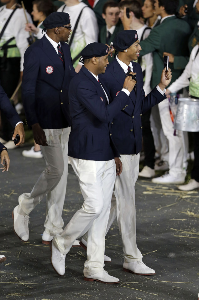 Photo -   U.S. athletes walk in a parade during the Opening Ceremony at the 2012 Summer Olympics, Friday, July 27, 2012, in London. (AP Photo/Mark Humphrey)