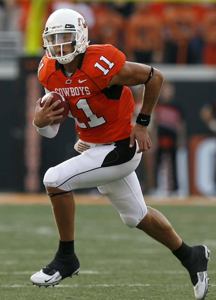Photo - OSU's Zac Robinson (11) scrambles at the college football game between Oklahoma State University (OSU) and Rice University at Boone Pickens Stadium in Stillwater, Okla., Saturday, Sept. 19, 2009. Photo by Sarah Phipps, The Oklahoman ORG XMIT: KOD