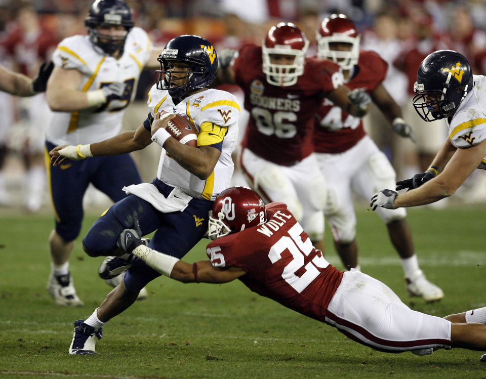 Photo - D. J. Wolfe misses a tackle of quarterback Patrick White during the second half of the Fiesta Bowl college football game between the University of Oklahoma Sooners (OU) and the West Virginia University Mountaineers (WVU) at The University of Phoenix Stadium on Wednesday, Jan. 2, 2008, in Glendale, Ariz. 