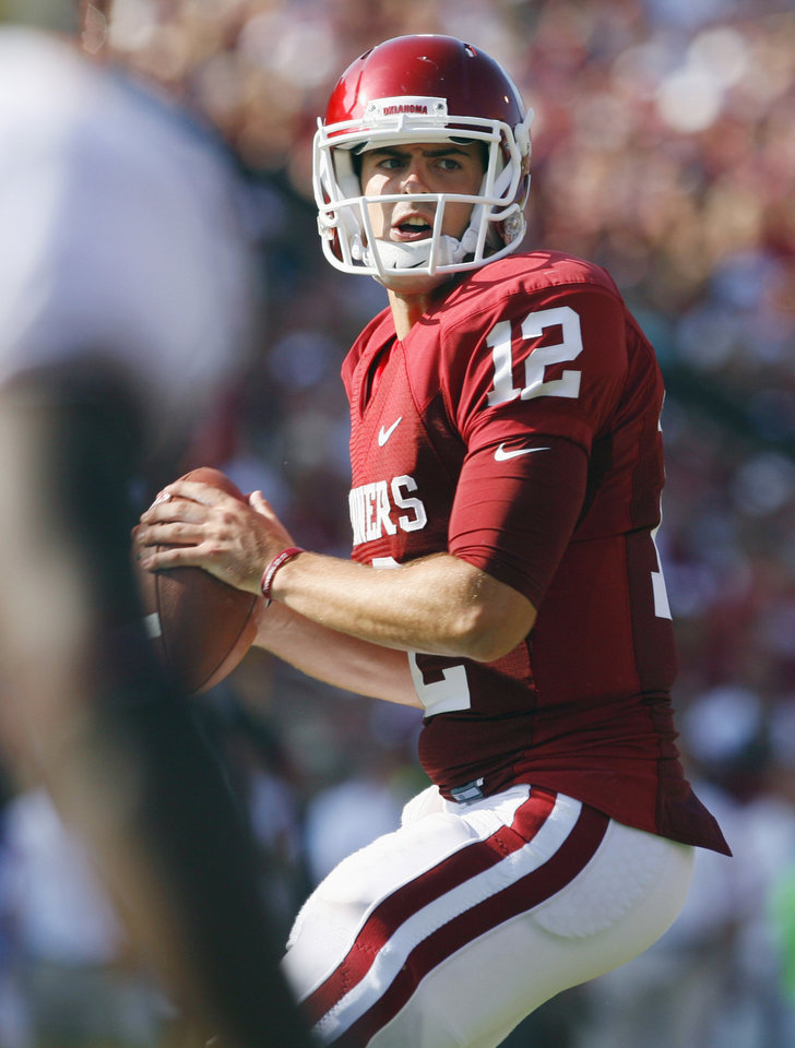 Photo - Quarterback Landry Jones (12) looks for a receiver during the second half of the college football game where the University of Oklahoma Sooners (OU) defeated the Florida State University Seminoles (FSU) 47-17 at the Gaylord Family-Oklahoma Memorial Stadium on Saturday, Sept. 11 2010, in Norman, Okla.   Photo by Steve Sisney, The Oklahoman
