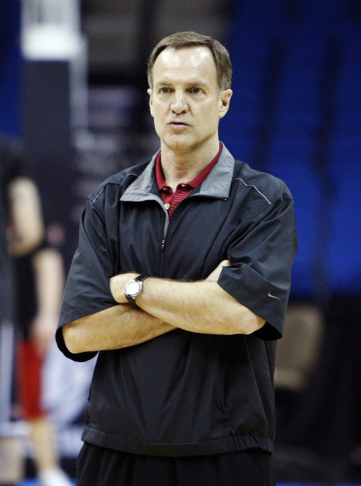 Photo - UNLV coach Lon Kruger watches his team during practice for a Southwest regional second-round NCAA tournament college basketball game against Illinois, Thursday, March 17, 2011 in Tulsa, Okla. (AP Photo)