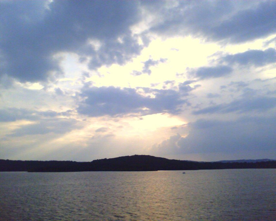 oooooo so pretty ... I love the lake. and sunsets...<br/><b>Community Photo By:</b> Joe.<br/><b>Submitted By:</b> Tama, Midwest