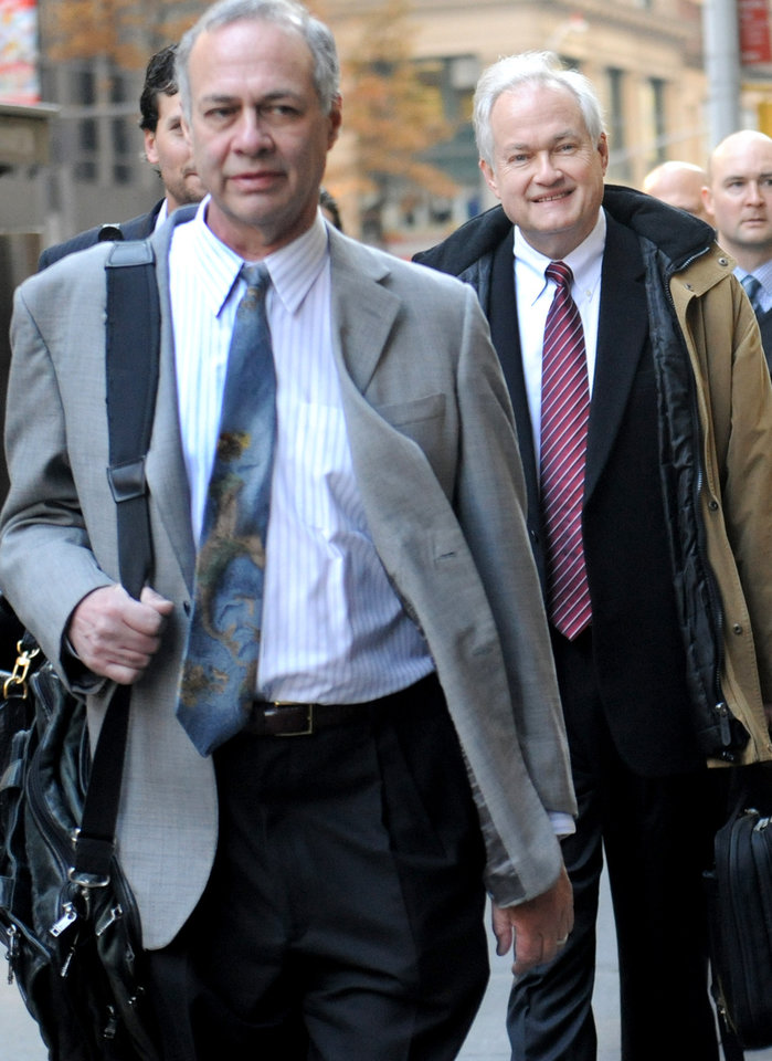 Photo -   NHL Players' Association executive director Donald Fehr, right, arrives for labor talks at NHL headquarters in New York with his brother, NHLPA counsel Steven Fehr, left, Wednesday, Nov. 21, 2012, in New York. (AP Photo/ Louis Lanzano)