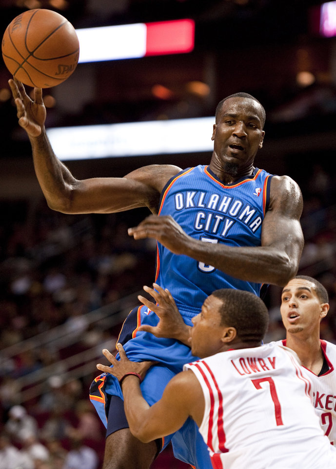 Oklahoma City Thunder's Kendrick Perkins drives between Houston Rockets' Kyle Lowry (7) and Kevin Martin, right, during the first quarter of an NBA basketball game, Wednesday, Feb. 15, 2012, in Houston. (AP Photo/Dave Einsel)