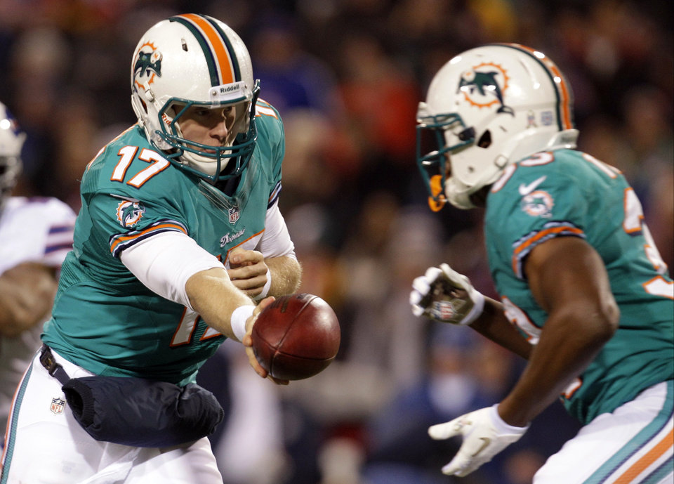 Photo -   Miami Dolphins quarterback Ryan Tannehill (17) hands off the ball to teammate Daniel Thomas (33) during the first half of an NFL football game against the Buffalo Bills, Thursday, Nov. 15, 2012, in Orchard Park, N.Y. (AP Photo/Gary Wiepert)