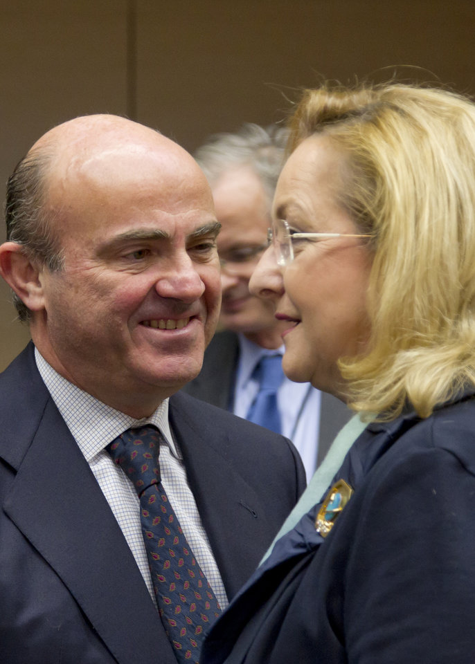 Austria's Finance Minister Maria Fekter, right, speaks with Spain's Economy Minister Luis de Guindos during a meeting of EU finance ministers in Brussels on Wednesday, Dec. 12, 2012. European Union finance ministers on Wednesday sought to agree on the creation of a single supervisor for banks across the 27-country bloc after France and Germany apparently patched up their differences over the issue. (AP Photo/Virginia Mayo)