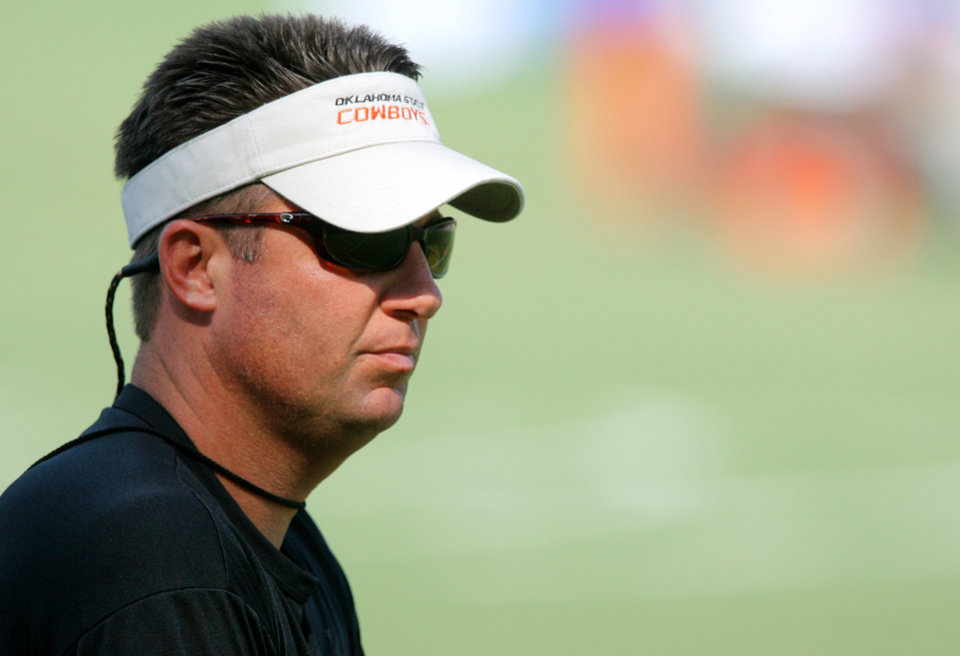 Photo - OSU, COLLEGE FOOTBALL: Head coach Mike Gundy during the first Oklahoma State University fall football practice, in Stillwater, Okla., Thursday, July 31, 2008. BY MATT STRASEN, THE OKLAHOMAN ORG XMIT: KOD