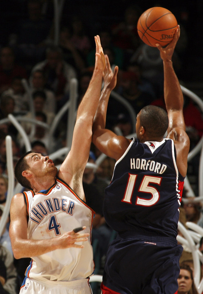 Photo - Oklahoma City's Nick Collison (4) tries to block Atlanta's Al Horford's (15) shot during the second half of the NBA game between Oklahoma City Thunder and the Atlanta Hawks, Sunday, Nov. 9, 2008, at  the Ford Center, Oklahoma City. PHOTO BY SARAH PHIPPS, THE OKLAHOMAN