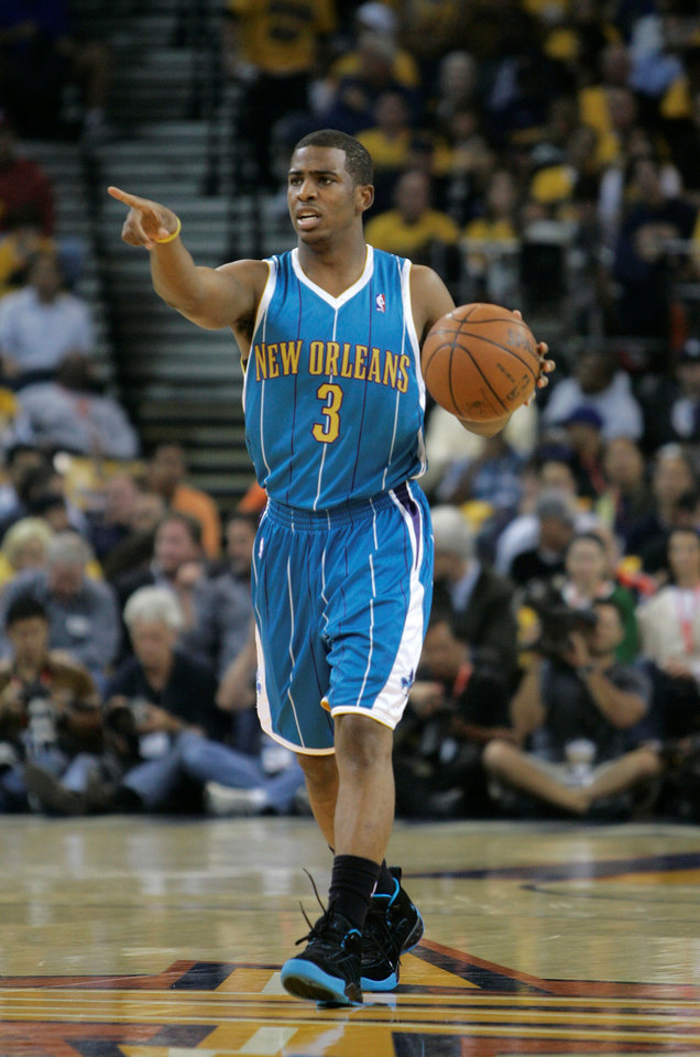 Photo - New Orleans Hornets guard Chris Paul (3) dribbles up court in the first quarter of an NBA basketball game against the Golden State Warriors on Wednesday, Oct. 29, 2008, in Oakland, Calif. (AP Photo/Jeff Chiu) ORG XMIT: OTKJC110