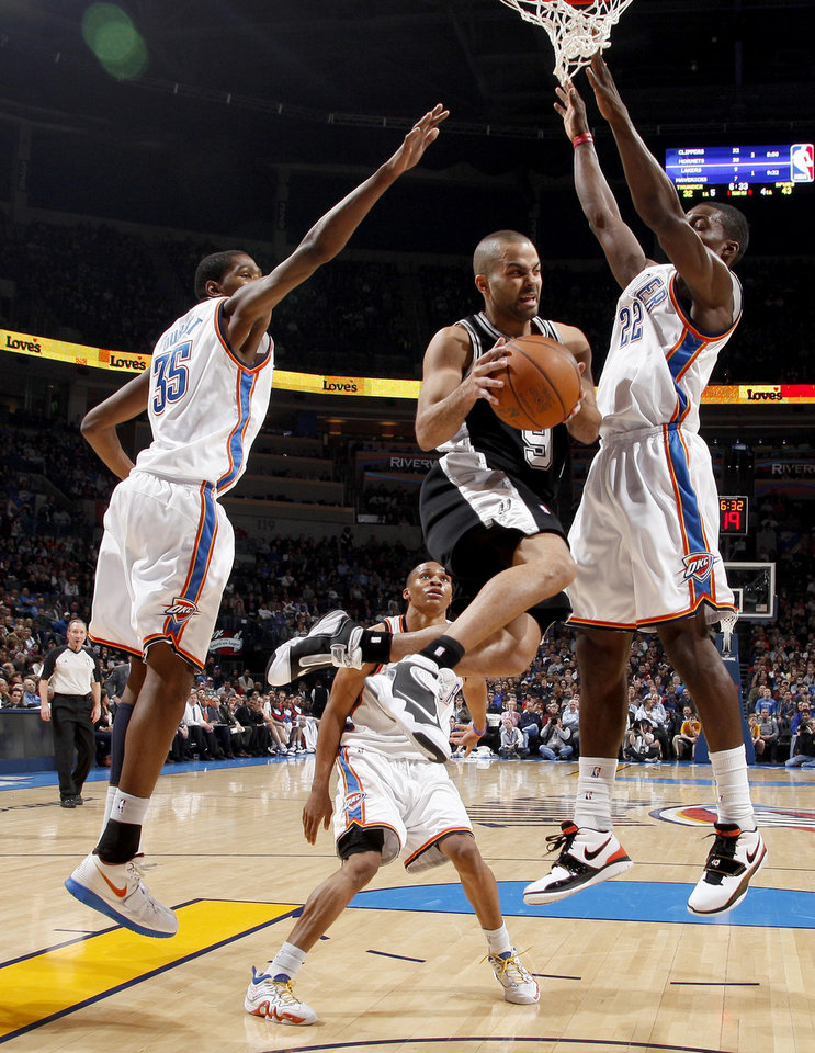 San Antonio's Tony Parker looks to pass between Oklahoma City's Kevin Durant, left, Russell Westbrook, and Jeff Green during the NBA basketball game between the Oklahoma City Thunder and the San Antonio Spurs at the Ford Center in Oklahoma City, Wednesday, January 13, 2010. Photo by Bryan Terry, The Oklahoman