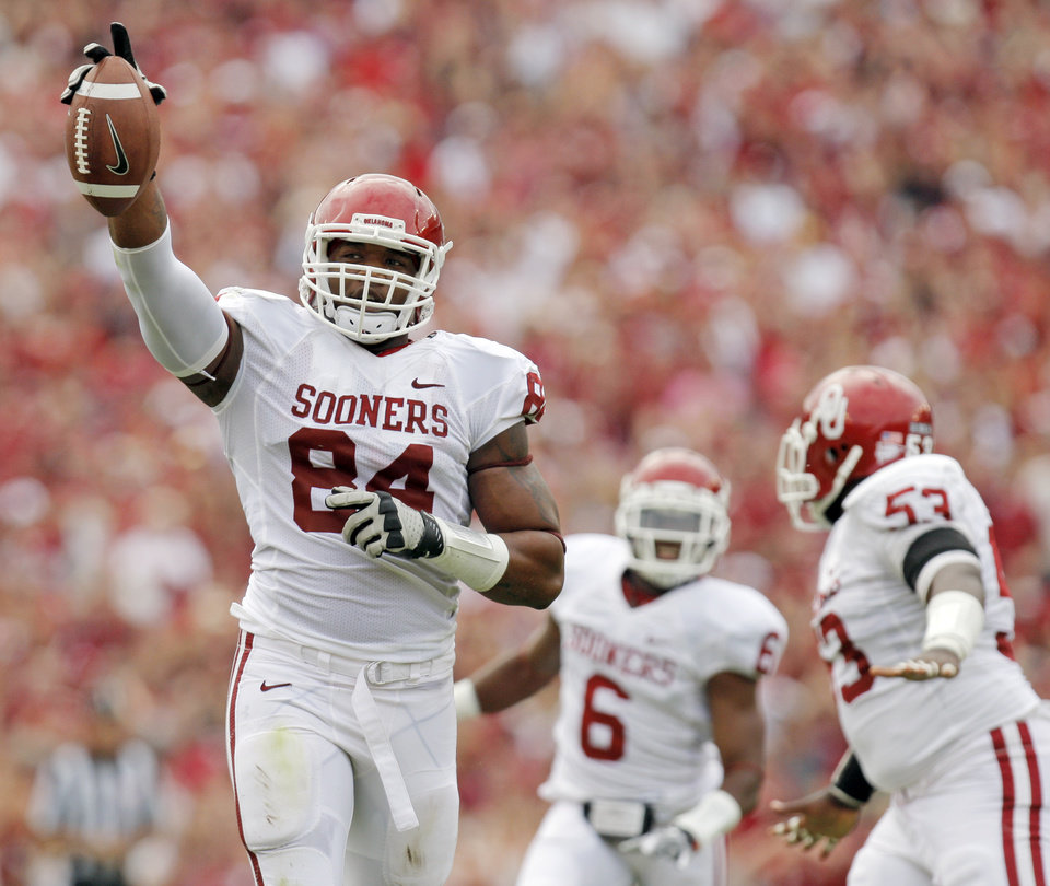 Photo - OU's Frank Alexander (84), Demotre Hurst (6) and Casey Walker (53) celebrate an OU recovery of a Texas fumble in the first half during the Red River Rivalry college football game between the University of Oklahoma Sooners (OU) and the University of Texas Longhorns (UT) at the Cotton Bowl in Dallas, Friday, Oct. 7, 2011. Photo by Nate Billings, The Oklahoman