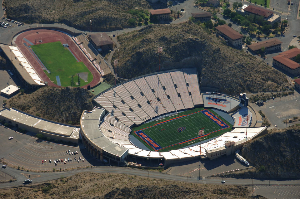 Photo - Sun Bowl Stadium in El Paso, Texas		ORG XMIT: 0912052202545694