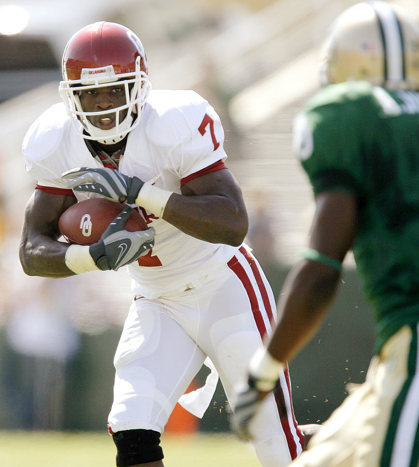 OU's DeMarco Murray runs during the first half of the college football game between Oklahoma (OU) and Baylor University at Floyd Casey Stadium in Waco, Texas, Saturday, October 4, 2008.   BY BRYAN TERRY, THE OKLAHOMAN