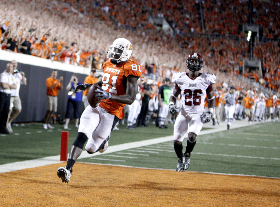 Photo - OSU's Justin Blackmon (81) scores the the final touchdown in front of Troy's Bryan Willis (26) during the college football game between the Oklahoma State University Cowboys (OSU) and the Troy University Trojans at Boone Pickens Stadium in Stillwater, Okla., Saturday, Sept. 11, 2010. Photo by Sarah Phipps, The Oklahoman