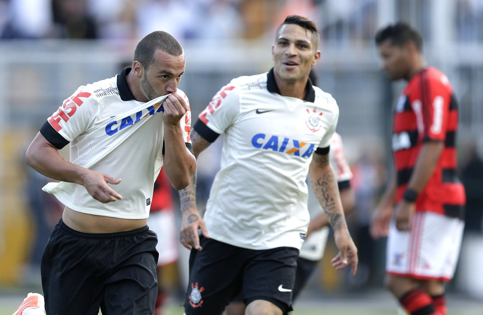 Corinthians' Guilherme, left, celebrates with teammate Paolo Gerrero after scoring against Flamengo during a Brazilian soccer league match in Sao Paulo, Brazil, Sunday, April 27, 2014. (AP Photo/Andre Penner)