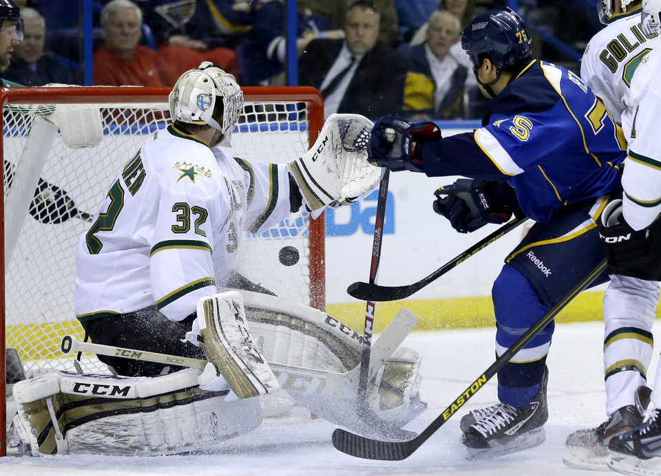 Photo - St. Louis Blues' Ryan Reaves, right, scores past Dallas Stars goalie Kari Lehtonen, of Finland, during the second period of an NHL hockey game Friday, April 19, 2013, in St. Louis. (AP Photo/Jeff Roberson)