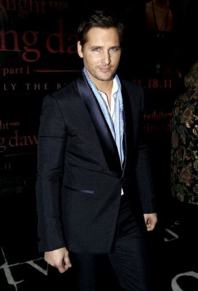 Photo - Peter Facinelli arrives at the world premiere of