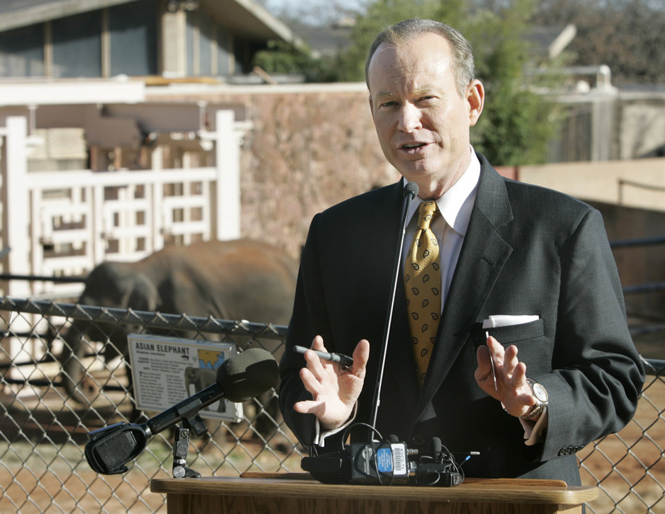 Photo - Oklahoma City Mayor Mick Cornett announced the startup of a new Web site (http://thiscityisgoingonadiet.com/) designed as one-stop resource for people intending to lose weight during a press conference at the Oklahoma City Zoo in Oklahoma City , Okla. Dec. 31, 2007.  He is asking residents to collectively lose one million pounds in an effort to create a healthier city. BY STEVE GOOCH, THE  OKLAHOMAN.  ORG XMIT: KOD
