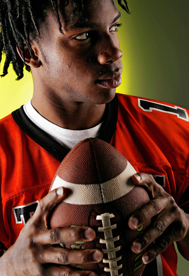 Photo - Ryan Broyles, All-State High School Football shot in the OPUBCO Studio on Monday, Dec. 11, 2006, in Oklahoma City, Okla.     by Chris Landsberger, The Oklahoman  ORG XMIT: KOD