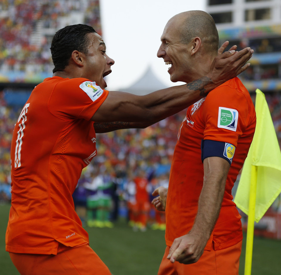 Photo - Netherlands' Memphis Depay, left, celebrates with teammate Arjen Robben after scoring his side's second goal during the group B World Cup soccer match between the Netherlands and Chile at the Itaquerao Stadium in Sao Paulo, Brazil, Monday, June 23, 2014. (AP Photo/Frank Augstein)