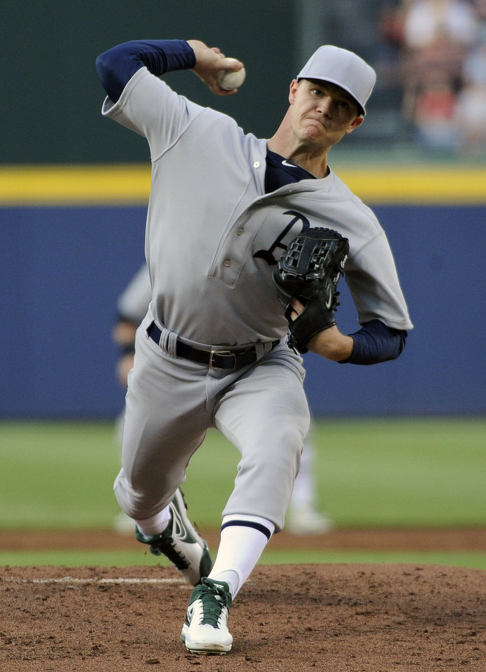 Photo - Oakland Athletics starting pitcher Sonny Gray delivers to the Atlanta Braves during the first inning of a baseball game Saturday, Aug. 16, 2014, in Atlanta. (AP Photo/David Tulis)