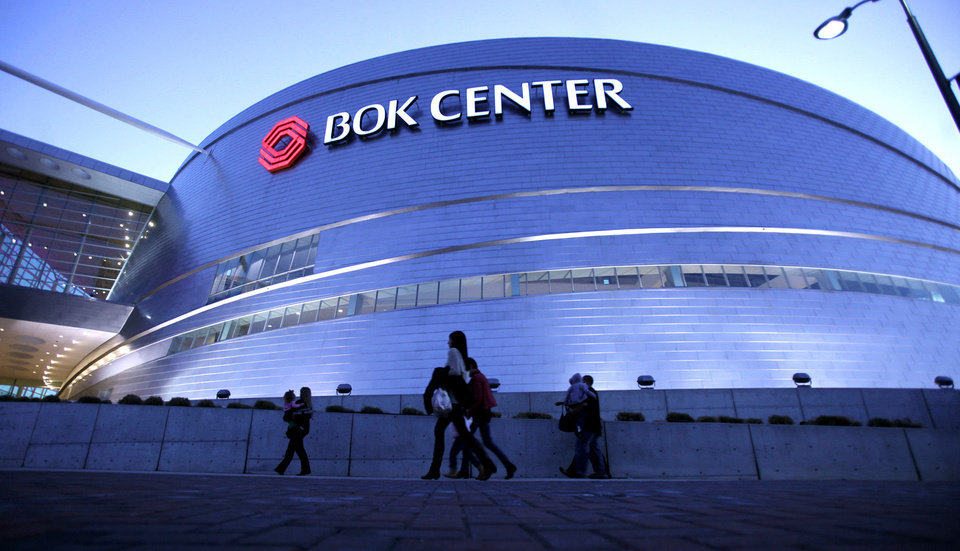 Audience members file into the BOK Center in downtown Tulsa. <strong>Adam Wisneski - Tulsa World</strong>