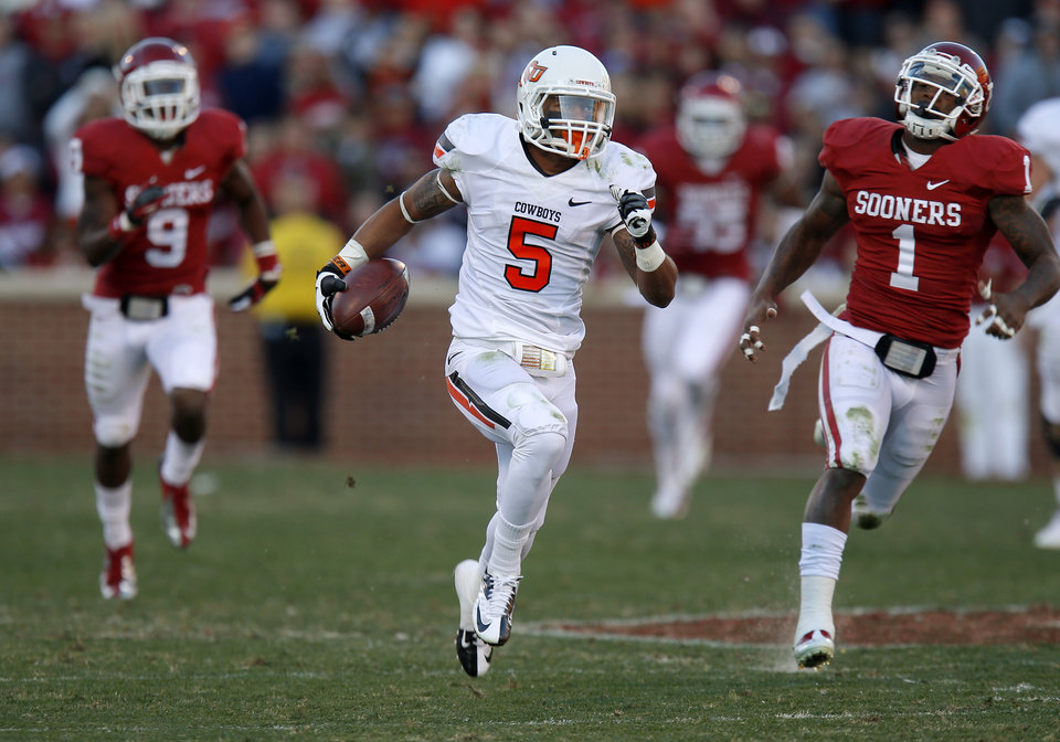 Photo - Oklahoma State's Josh Stewart (5) runs for a touchdown after catching a pass during the Bedlam college football game between the University of Oklahoma Sooners (OU) and the Oklahoma State University Cowboys (OSU) at Gaylord Family-Oklahoma Memorial Stadium in Norman, Okla., Saturday, Nov. 24, 2012. Oklahoma won 51-48. Photo by Bryan Terry, The Oklahoman