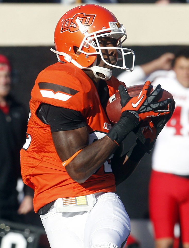 Oklahoma State wide receiver Isaiah Anderson catches a pass from quarterback Clint Chelf and takes it in for a touchdown against Texas Tech in the second quarter of an NCAA college football game in Stillwater, Okla., Saturday, Nov. 17, 2012. (AP Photo/Sue Ogrocki)