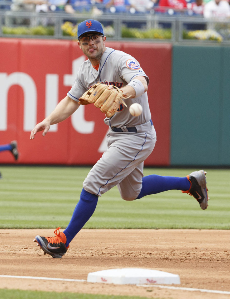 Photo - New York Mets third baseman David Wright goes after the ground ball hit by Philadelphia Phillies' Kyle Kendrick during the third inning of a baseball game, Saturday, May 31, 2014, in Philadelphia. (AP Photo/Chris Szagola)
