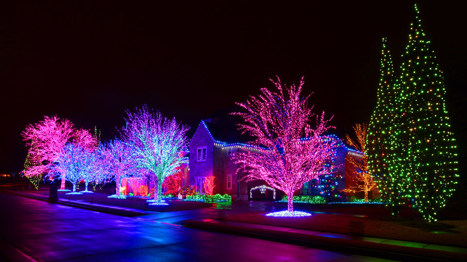 Christmas lights at 2616 Kensington Terrace in Edmond, Monday, December 19 , 2011. Photo by David McDaniel, The Oklahoman  ORG XMIT: KOD