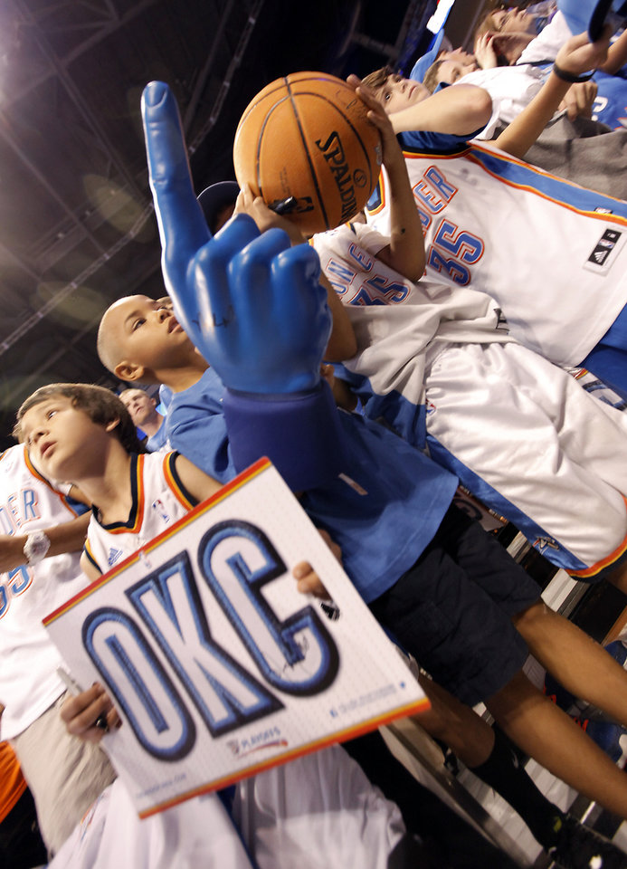 Photo - Thunder fans wait to meet the players before the start of Game 2 in the second round of the NBA playoffs between the Oklahoma City Thunder and the L.A. Lakers at Chesapeake Energy Arena on Wednesday,  May 16, 2012, in Oklahoma City, Oklahoma. Photo by Chris Landsberger, The Oklahoman