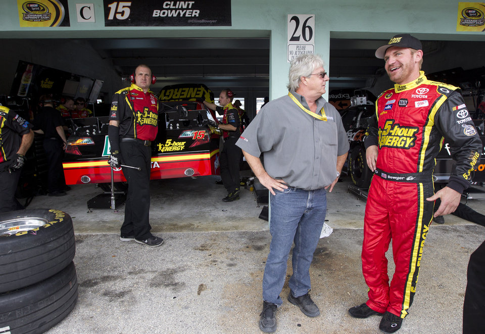 Photo -   Driver Clint Bowyer, right, talks to a official during the practice for Sunday's NASCAR Sprint Cup Series auto race, Sunday, at the Homestead-Miami Speedway in Homestead, Fla., Friday, Nov. 16, 2012. (AP Photo/J Pat Carter)