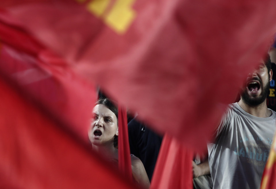 Photo -   Supporters of the Greek Communist party shout slogans during the main pre-election campaign in central Athens, on Friday, June 15, 2012. Greeks cast their ballots this Sunday for the second time in six weeks, after May 6 elections left no party with enough seats in Parliament to form a government and coalition talks collapsed. (AP Photo/Kostas Tsironis)