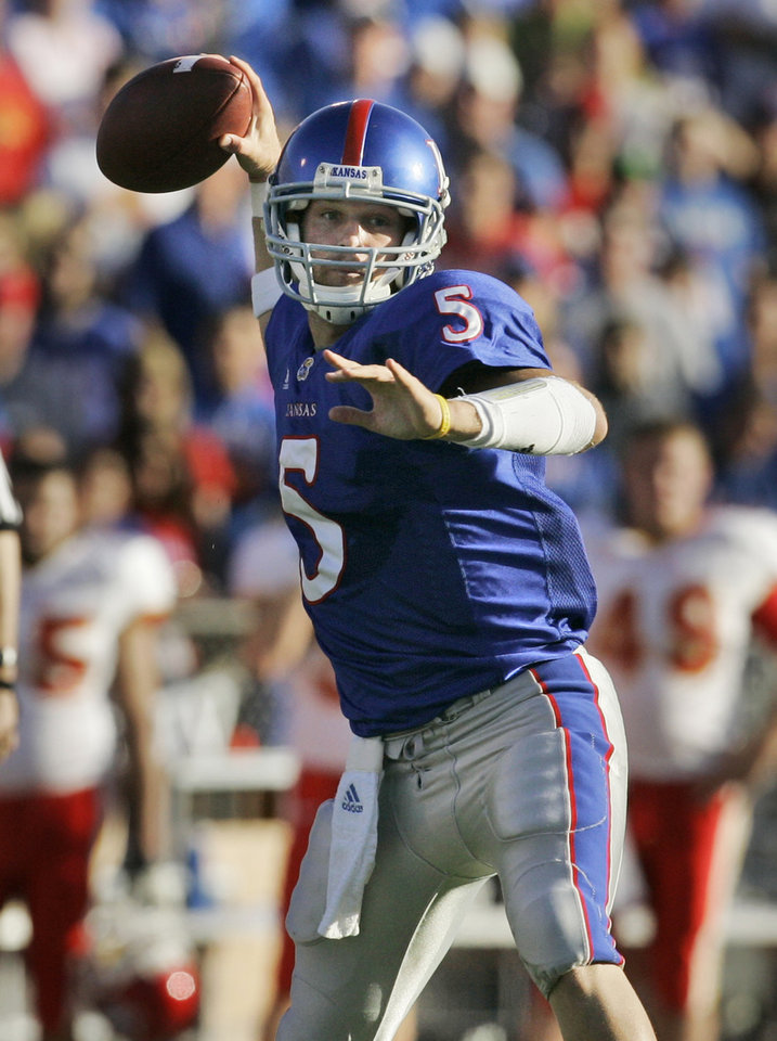 Photo - University of Kansas quarterback Todd Reesing passes to wide receiver Marcus Henry during the first half of a college football game against Iowa State University in Lawrence, Kan., Saturday, Nov. 17, 2007. (AP Photo/Orlin Wagner) ORG XMIT: KSOW107