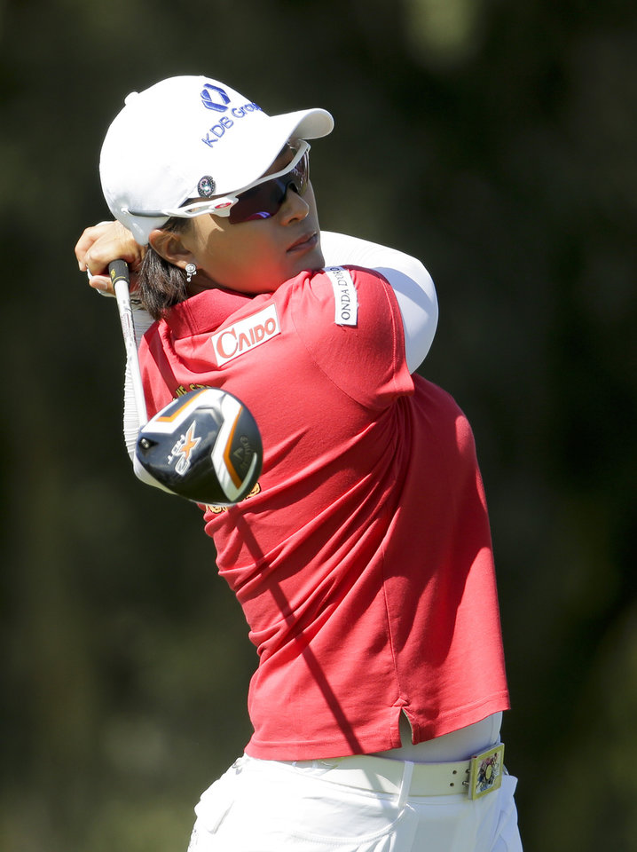 Photo - Se Ri Pak, of South Korea, watches her tee shot on the second hole during the first round at the Kraft Nabisco Championship golf tournament on Thursday, April 3, 2014, in Rancho Mirage, Calif. (AP Photo/Chris Carlson)