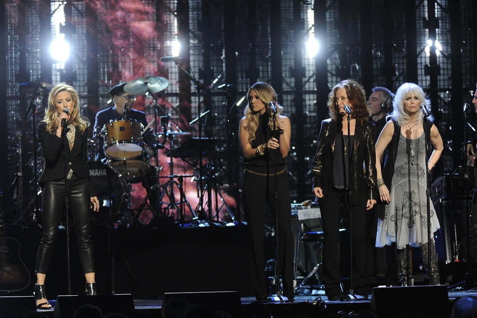 Photo - Sheryl Crow, Carrie Underwood, Bonnie Raitt, Emmylou Harris, and Glenn Frey perform at the 2014 Rock and Roll Hall of Fame Induction Ceremony on Thursday, April, 10, 2014 in New York. (Photo by Charles Sykes/Invision/AP)