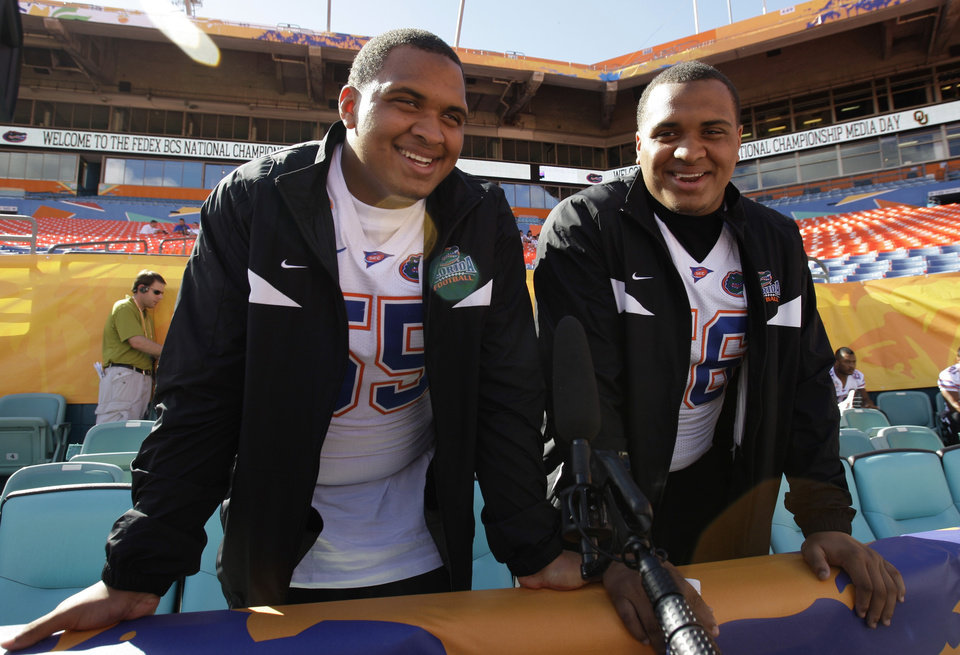 Photo - BOWL CHAMPIONSHIP SERIES / BOWL GAME / COLLEGE FOOTBALL / BCS NATIONAL CHAMPIONSHIP GAME / PREPARE: University of Florida teammates and twins Mike Pouncey and Maurkice Pouncey smile during media day at Dolphins Stadium in Miami Monday Jan. 5, 2009. (AP Photo/Lynne Sladky) ORG XMIT: MH122