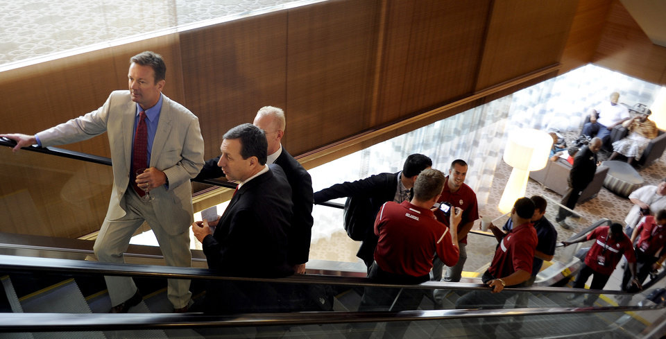 Oklahoma coach Bob Stoops, far left, leads the Oklahoma contingent to  NCAA college football Big 12 Media Days, Tuesday, July 26, 2011, in Dallas. (AP Photo/Matt Strasen)