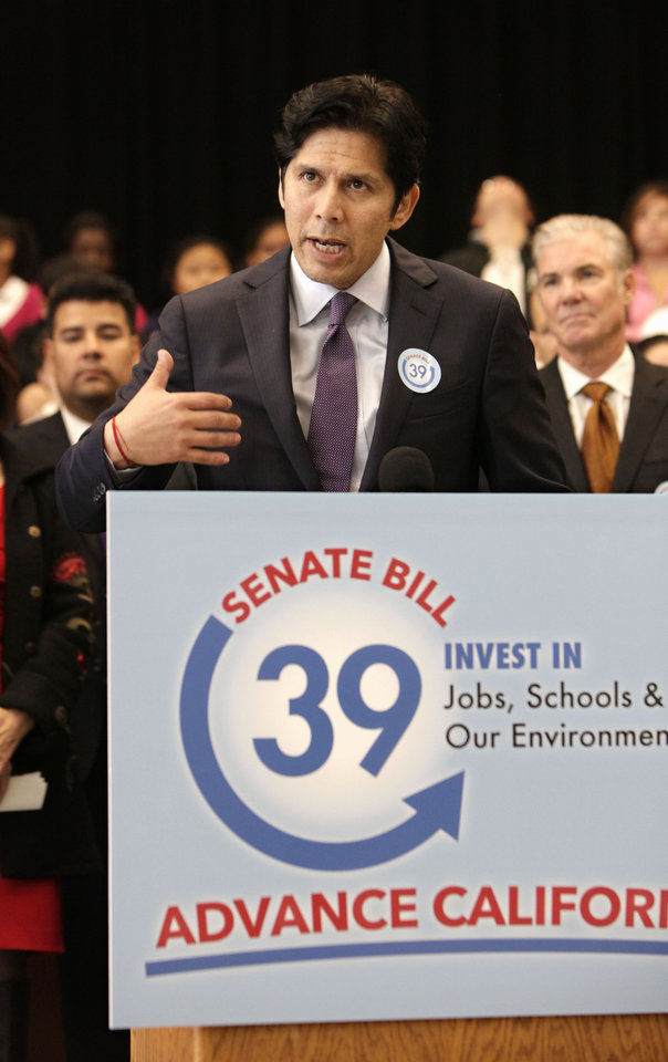 Photo - Sen. Kevin de Leon, D- Los Angeles,  responds to a question about his proposed bill to fund energy efficiency projects at schools in California's poorest communities, during a news conference at Mark Twin Elementary School in Sacramento, Calif., Tuesday, Dec. 4, 2012.  The bill would use money from last month's voter approved initiative, Proposition 39, that requires $500 million for five years be used for clean air project.(AP Photo/Rich Pedroncelli)