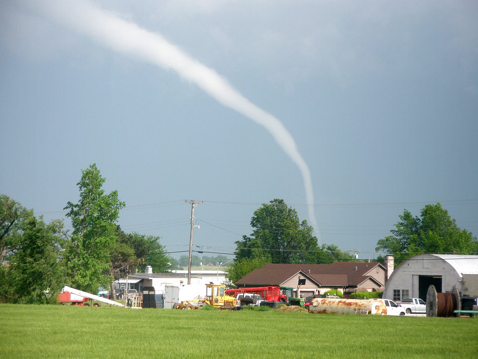 Photo - Yukon tornado Monday May 10, 2010.  Photo by Justin Connor, NewsOK Contributor.