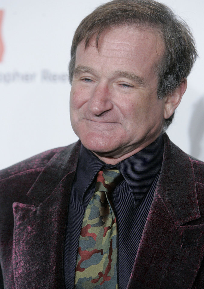 Photo - Actor Robin Williams arrives at The Christopher Reeve Paralysis Foundation's A Magical Evening gala Thursday, Nov. 17, 2005, in New York. The Christopher Reeve Paralysis Foundation is committed to finding treatments and cures for paralysis caused by spinal cord injury and other neurological disorders. (AP Photo/Stephen Chernin)