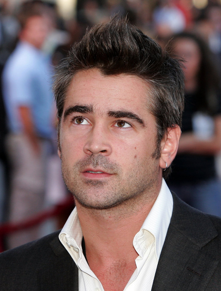 Photo - MOVIE / FILM: Actor Colin Farrell poses as he arrives at the Los Angeles premiere of