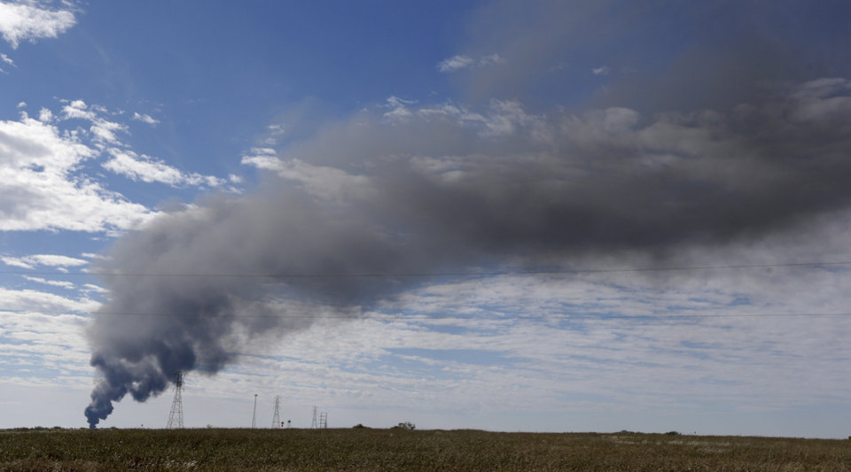 Smoke from a burring gas pipeline carrie over farm fields near Milford, Texas, Thursday, Nov. 14, 2013. A Chevron gas pipeline exploded in rural North Texas with no injuries and officials are allowing the fire to burn out. (AP Photo/LM Otero)