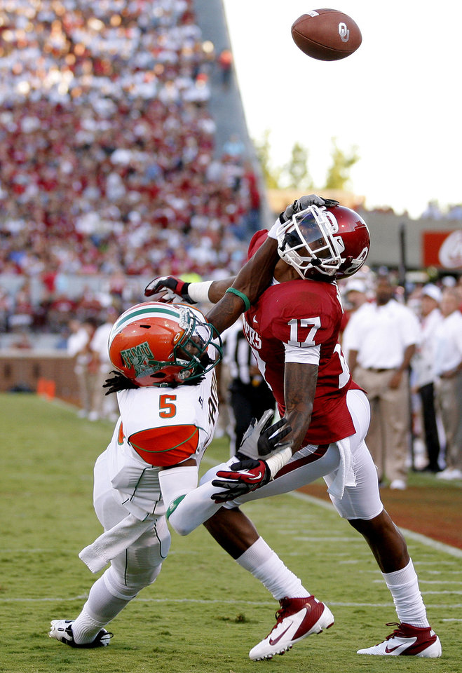 Photo - Oklahoma's Trey Metoyer (17) misses the catch as he fights with Florida A&M's Patrick Aiken (5) during the college football game between the University of Oklahoma Sooners (OU) and Florida A&M Rattlers at Gaylord Family—Oklahoma Memorial Stadium in Norman, Okla., Saturday, Sept. 8, 2012. Photo by Bryan Terry, The Oklahoman