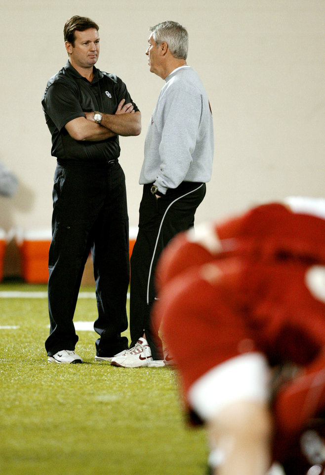 Photo - Head coach Bob Stoops and Bobby Jack Wright at the University of Oklahoma (OU) spring football practice in Norman, Oklahoma, on Tuesday, March 3, 2009.   