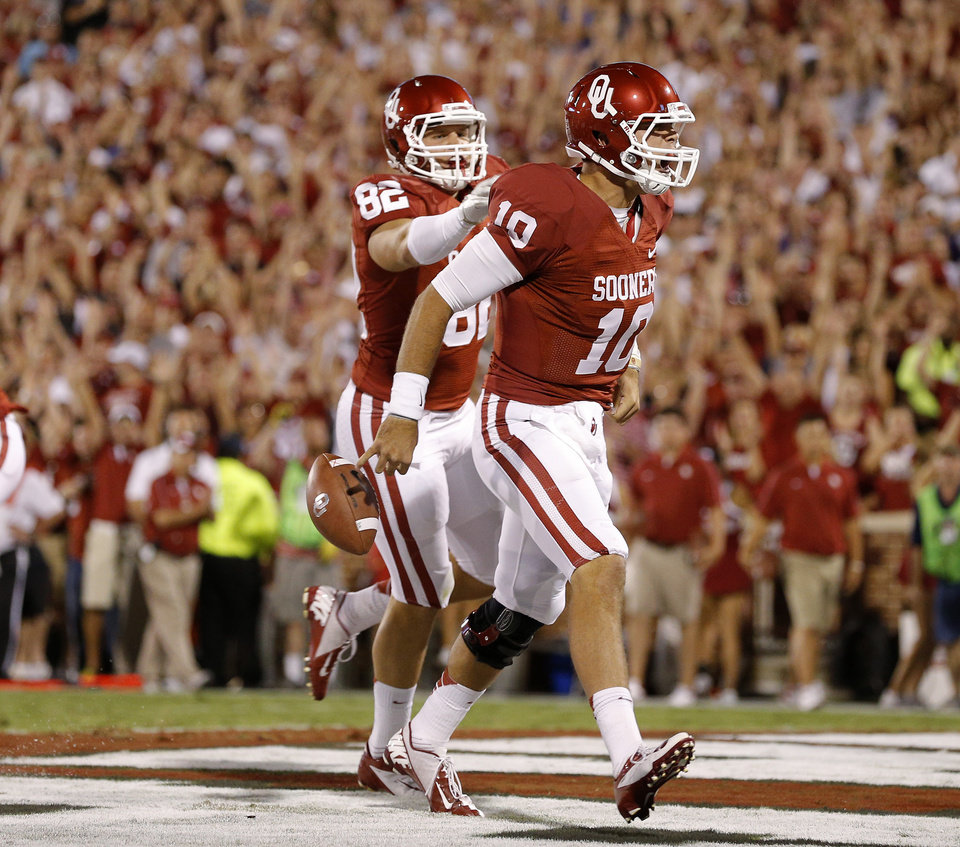 Photo - Oklahoma's Blake Bell (10) celebrates with Brannon Green (82) after a touchdown during a college football game between the University of Oklahoma Sooners (OU) and the Kansas State University Wildcats (KSU) at Gaylord Family-Oklahoma Memorial Stadium, Saturday, September 22, 2012. Oklahoma lost 24-19. Photo by Bryan Terry, The Oklahoman